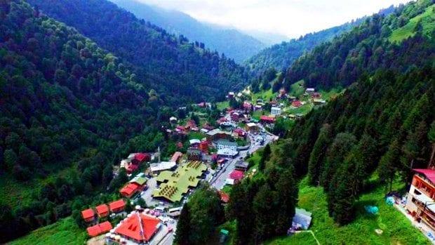 Ayder Yaylası'nda TOKİ tarafından kentsel dönüşüm projesi uygulanacak. Ayrıca Türkiye'nin en büyük kayak merkezi yapılacak yıkım kararı