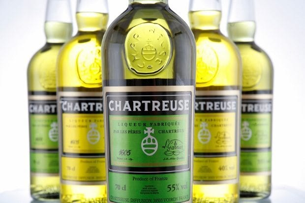 Fransa'da üretilen meşhur Chartreuse likörü