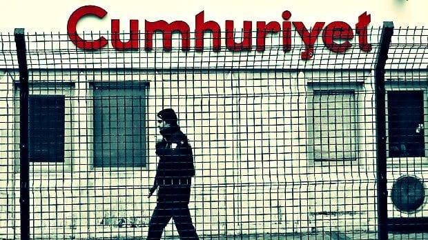 PKK ve FETÖ terör örgütleri adına suç işledikleri iddiasıyla, 31 Ekim'de gözaltına alınan Cumhuriyet gazetesinin yönetici ve yazarlarından 9'u tutuklandı.