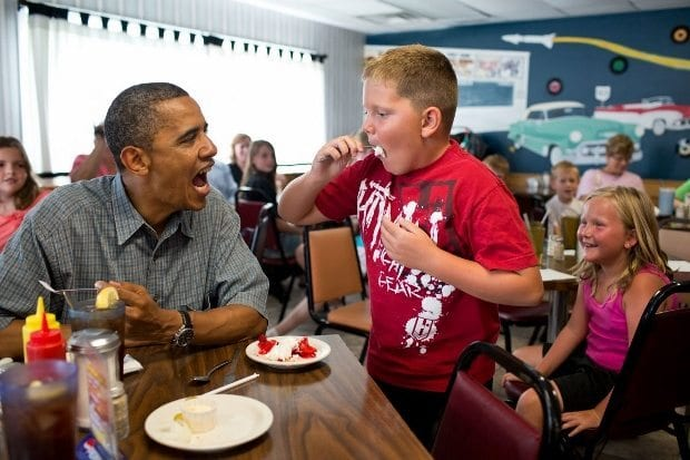 july-5-2012-president-barack-obama-shares-his-strawberry-pie-with-a-boy-during-a-lunch-stop-at-kozy-corners-restaurant-in-oak-harbor-ohio-620x413