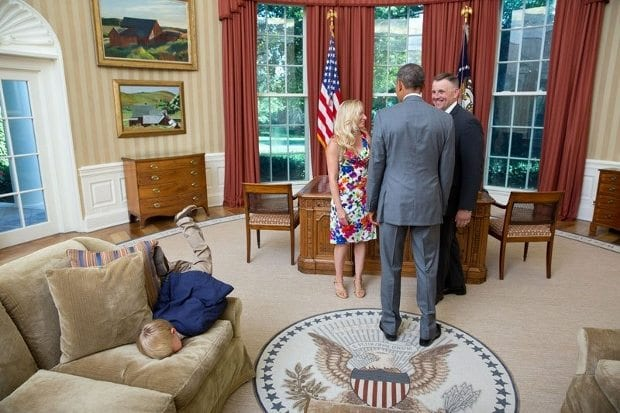 june-23-2014-president-barack-obama-visits-with-a-departing-united-states-secret-service-agent-and-his-wife-as-their-son-dives-into-a-couch-in-the-oval-office-620x413