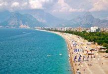 Konyaaltı Plajı, 29 yıllığına bir şirket tarafından işletilecek. Antalya'da 6 kilometre uzunluğundaki dünyaca ünlü sahile 130 milyon TL yatırım yapılacak.