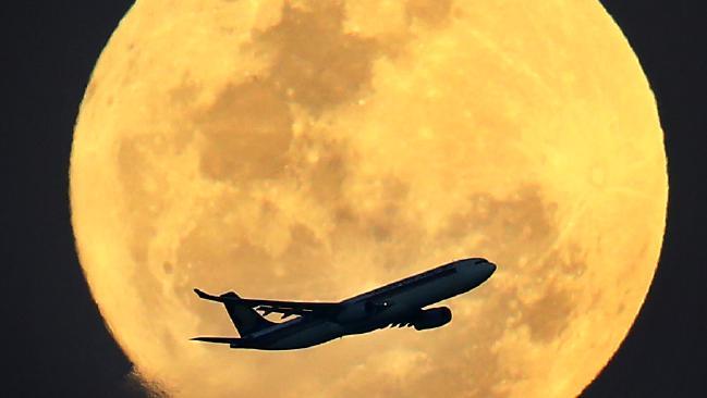 süper ay fotoğrafları görüntüleri dolunay video uçak