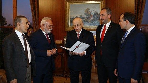 yeni anayasa değişikliği teklifi tbmm başkanı ismail kahraman'a sunuldu
