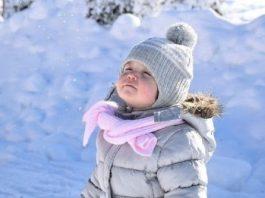Bebeklerinizi kışın eve kapatmayın!