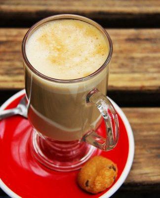 Chai Tea Latte nasıl hazırlanır? Sağlığa faydaları neler? İçinde çeşitli baharatlar, süt ve siyah çay bulunan Chai Tea Latte nasıl yapılır?