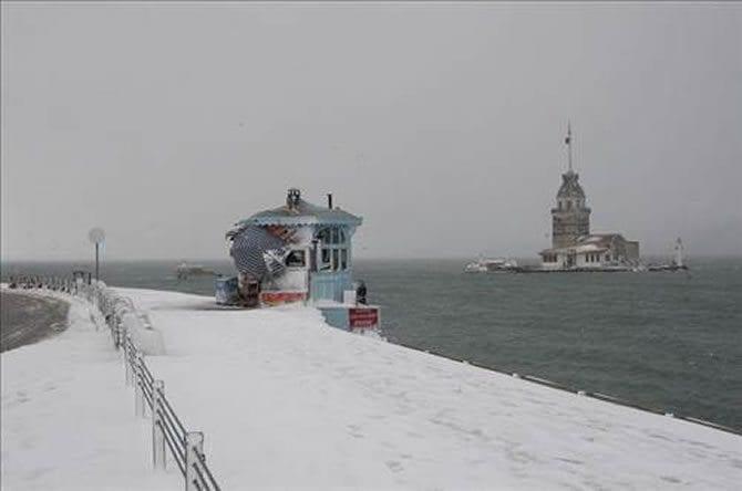 İstanbul için kuvvetli kar yağışı uyarısı yapıldı. Meteoroloji saat verdi. İstanbul'da kar ne zaman yağacak?