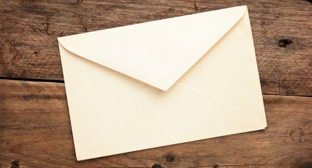 Prag'da kutudan çıkan zarf