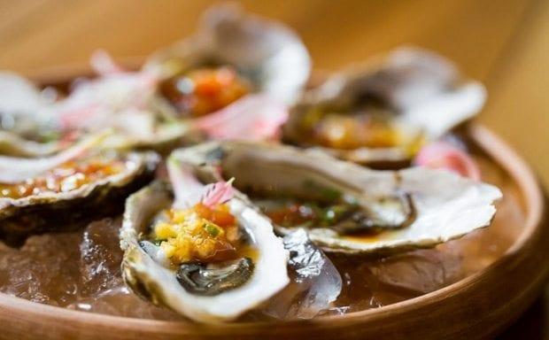 Thassos'ta Limenaria bölgesi ve Simi Restaurant midye istiridye