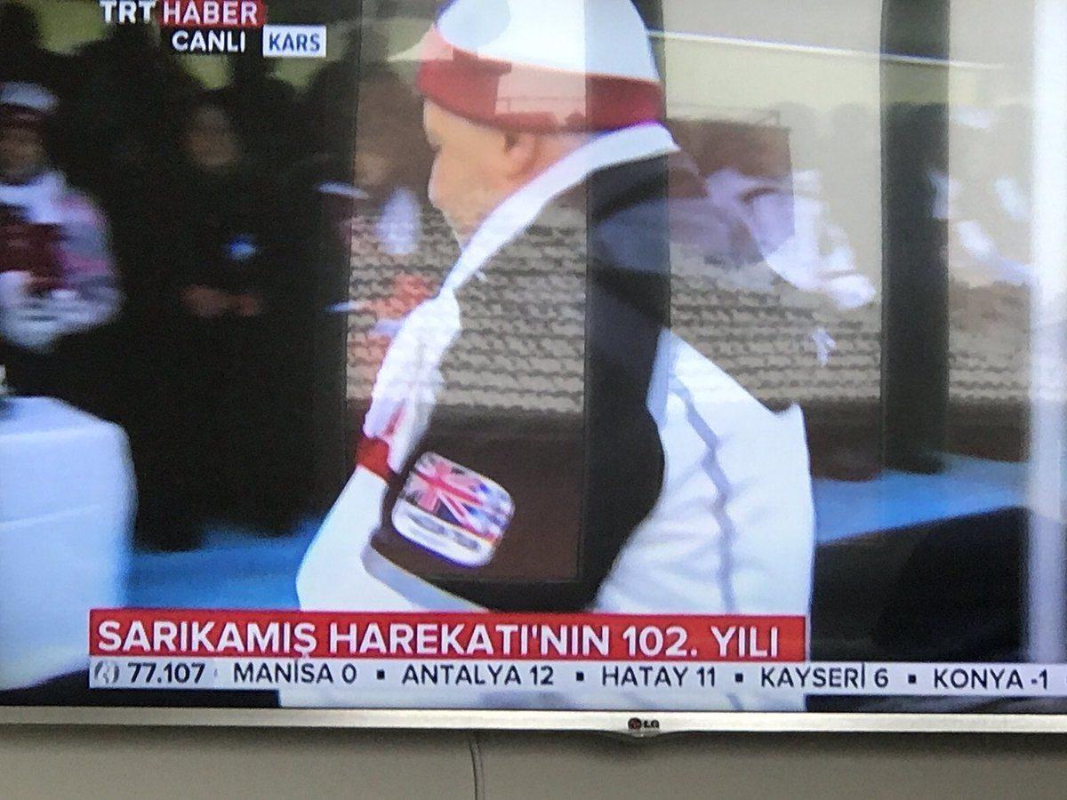 Ulaştırma Bakanı Ahmet Arslan'ın, Sarıkamış şehitlerini anma törenine İngiliz bayraklı mont ile katılması tepkilere neden oldu.