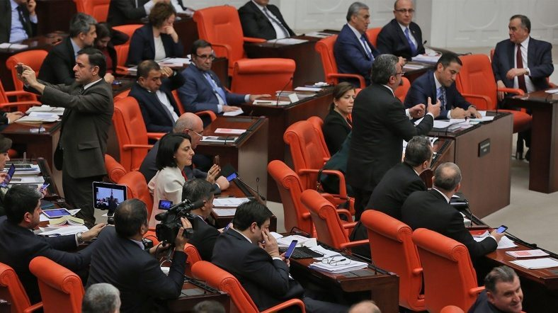 anayasa değişikliği ilk tur oylaması 338 kabul cinali yıldırım