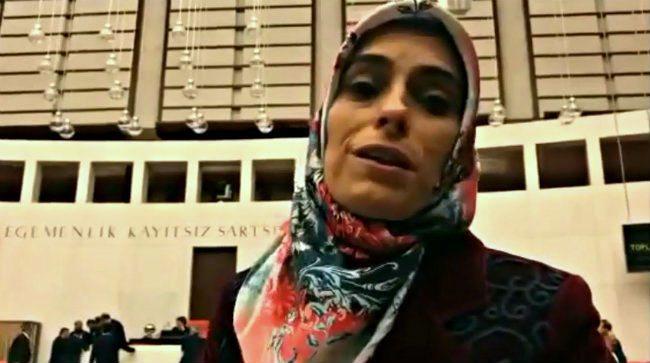 """Ak Parti Milletvekili Zehra Taşkesenlioğlu, yeni anayasa referandumunu için """"100 yıllık prangalardan kurtulma"""" değerlendirmesinde bulundu."""