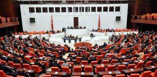 Yeni anayasa Meclis'ten geçti Türkiye referanduma gidiyor