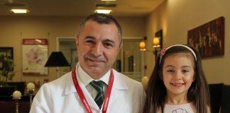 Sakat kalmasını önleyen doktoruna resimle teşekkür etti!
