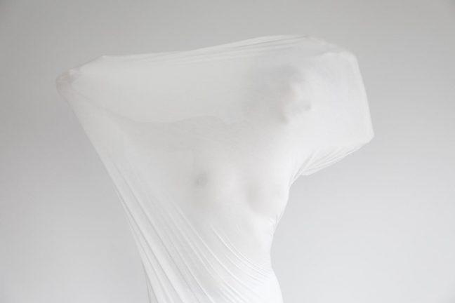 """Şule Erdem'in """"Zarf"""" isimli fotoğraf sergisi: Kadınlar Günü için Eataly'de"""