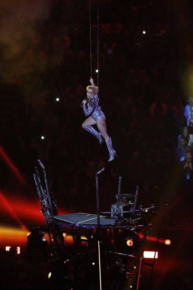 Lady Gaga'nın muhteşem Super Bowl performansı