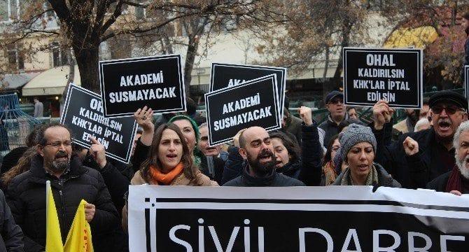 Anadolu Üniversitesi'nde KHK protestosu chp