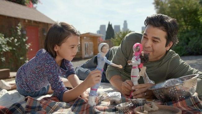 """""""Barbie İle Oynayan Babalar"""" kampanya filmi, Youtube'ta sadece 2 haftada toplamda 1 milyonun üzerinde izlendi."""