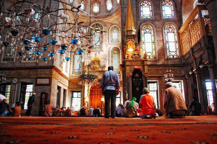 İmamların işi, İslam'ın kendilerine verdiği dini görevler midir yoksa camilerde siyaset ve referanduma evet propagandası mı yapmaktır?