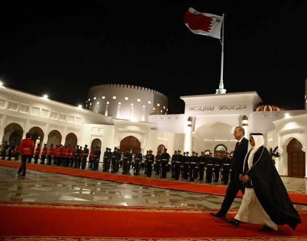 Cumhurbaşkanı Erdoğan Bahreyn'de törenle karşılandı