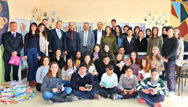 Kocaeli Üniversitesi öğrencileri Tokat Zile'de kütüphane kurdu