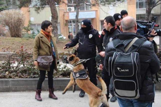 AKP'den demokrasi beklemek ateiste oruç tut demeye benzer!