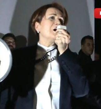 Meral Akşener'in Çanakkale konuşması öncesi elektrik engeli video