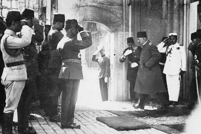 Sultan Vahdettin İstanbul'dan ayrılırken