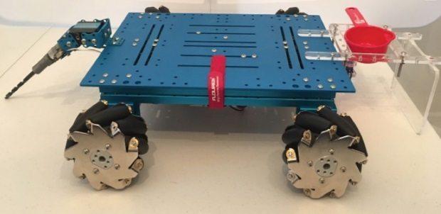 """Alara güler TohumBot adını verdiği """"Tarımsal Uygulamalar için Düşük Maliyetli Yarı - Otonom Mobil Robot"""""""