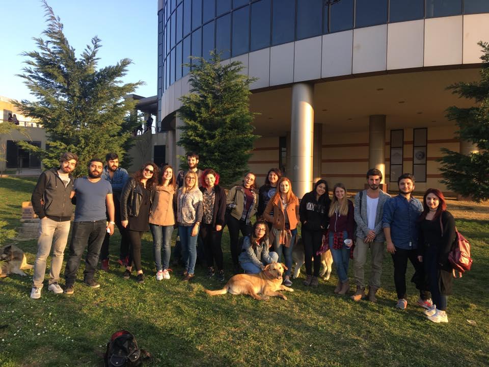 Kocaeli Üniversitesi Doğa ve Hayvan Dostları Kulübünün denetmeni olan Yunus Kozan, popülasyon sorunu ile nasıl başa çıkılacağını açıklıyor.