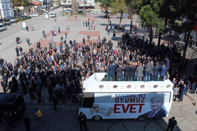 """Sağlık Bakanı Recep Akdağ'ın Ordu'nun Ünye ilçesinde yaptığı """"Evet"""" mitingine katılımın çok az olması dikkat çekti."""