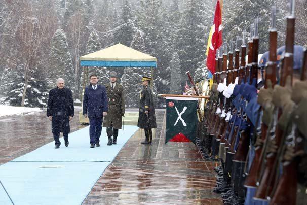 Başbakan Binali Yıldırım, Ukrayna Başbakanı Volodimir Groysman ile Çankaya Köşkü'nde gerçekleştirdiği görüşme sonrası ortak basın toplantısı düzenledi.