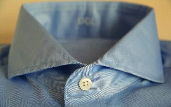 Gömleğin en üst düğme deliği neden yatay farklı