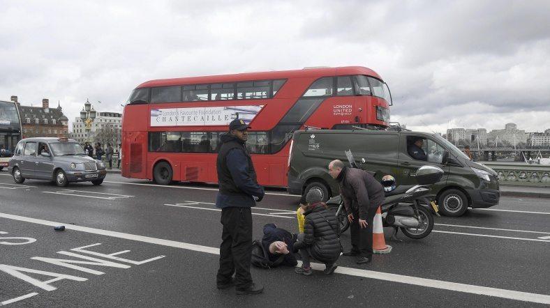 Londra Parlamento binası yakınında çifte terör saldırısı