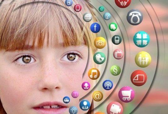 Sosyal medyada çocuklarımıza kötü örnek oluyor muyuz?