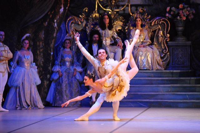 Süreyya Operası'nın Uyuyan Güzel'i ayşem sunal