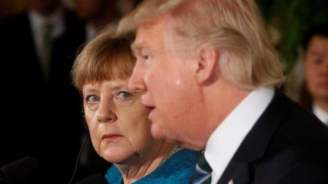 ABD Başkanı Donald Trump'ın Beyaz Saray'daki görüşmede Almanya Şansölyesi Angela Merkel'in elini sıkmaması tuhaf görüntülere sahne oldu.