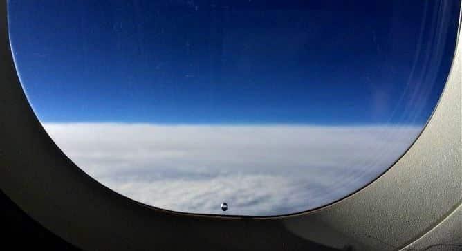 Uçakların camlarının alt kısımlarında bulunan küçük delikler