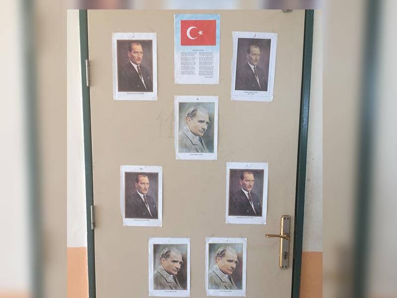 Öğrenciler bu durumu önce okulun her yerine Atatürk fotoğrafları asarak, sonra da 'Mustafa Kemal'in askerleriyiz' sloganları atarak protesto etti.