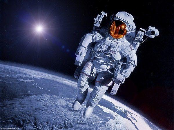 Yapılan bir değerlendirmede, uzay yolculuğundan dönen astronotların hayata bakış açılarının oldukça değiştiği saptanmış