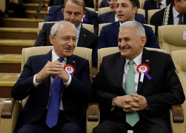 CHP liderinin en dikkat çeken görüntüleri Başbakan Binali Yıldırım ile bol kahkahalı sohbetleriydi.