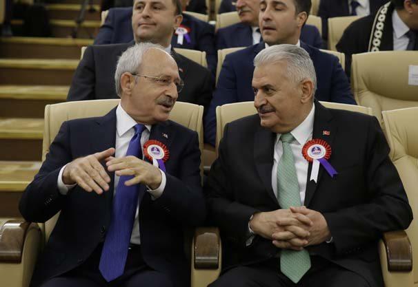 Anayasa Mahkemesinin kuruluşunun 55. yıl dönümü dolayısıyla yüce divan salonunda tören düzenlendi. Törene Başbakan Binali Yıldırım (sağda) ve CHP Genel Başkanı Kemal Kılıçdaroğlu da (solda) katıldı. ( Murat Kaynak - Anadolu Ajansı )