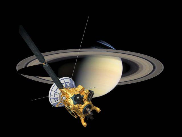 Cassini Uzay Aracı Satürn'ün halkaları arasında