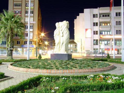 Yunan mitolojisinde Demeter ve Persephone torbalı 2200 yıllık heykel kaldırıldı