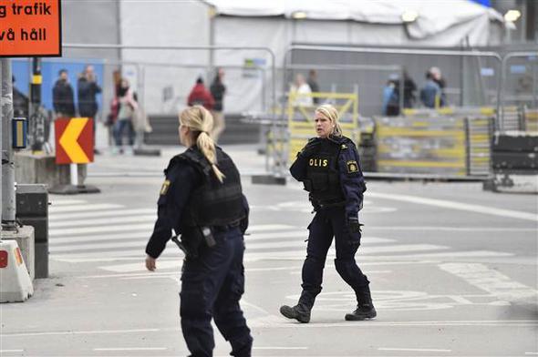 stockholm isveç kamyon saldırısı video görüntüler fotoğraflar