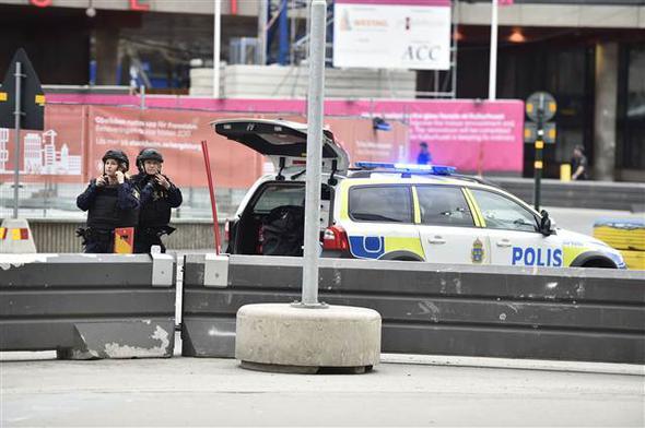 stockholm isveç kamyon saldırısı fotoğraflar