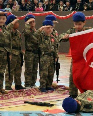 23 nisan ulusal egemenlik ve Çocuk bayramı kayseri anaokulu öğrencilerine silah verdiler