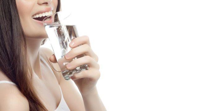 Diş beyazlatmada macun mu? Bol su mu? Hangisi daha etkili?