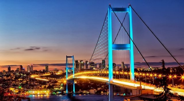 Çalışanları çıldırtan trafik kabusuna çözüm için dev şirketler harekete geçti! İstanbul, Ankara ve İzmir'de yaşanan trafik sorunu birçok şirkette çalışma saatlerinin değişmesine neden oldu.