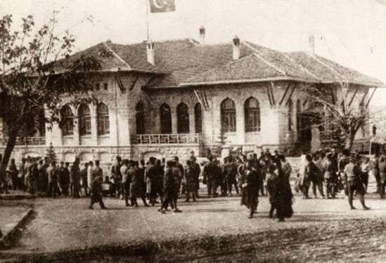 Büyük Millet Meclisi'nin açılışı - ilk TBMM binası